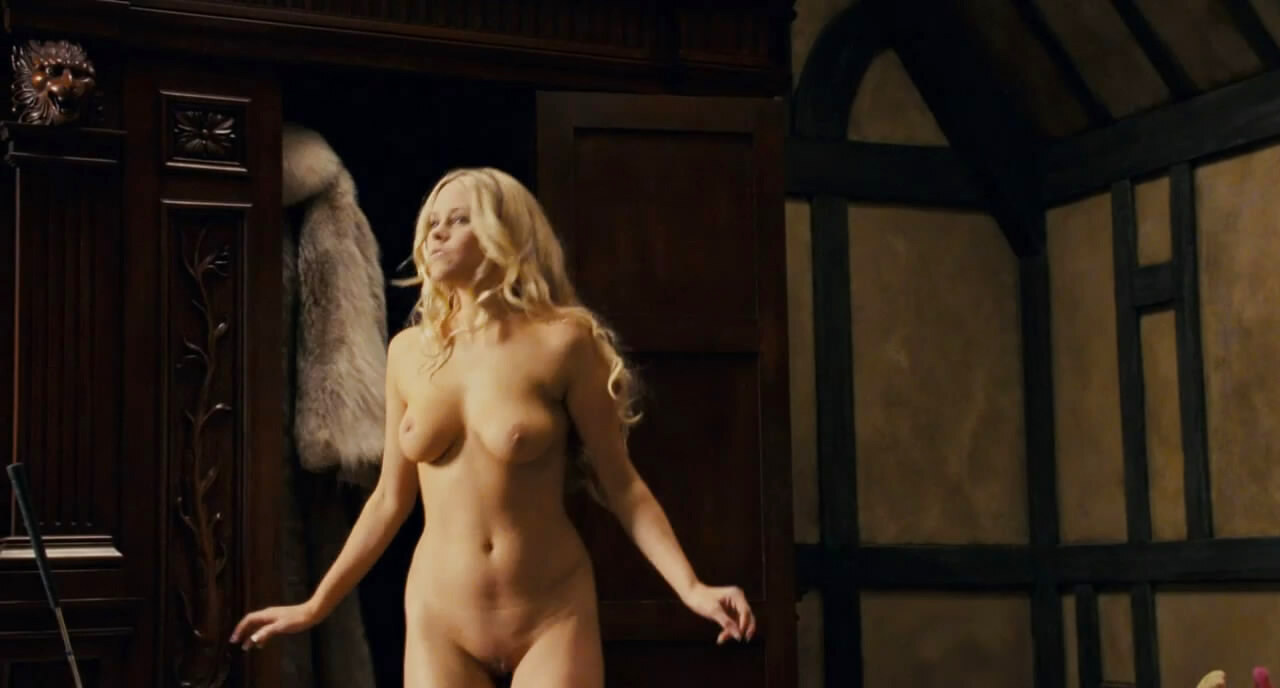 girls nude in horror movies