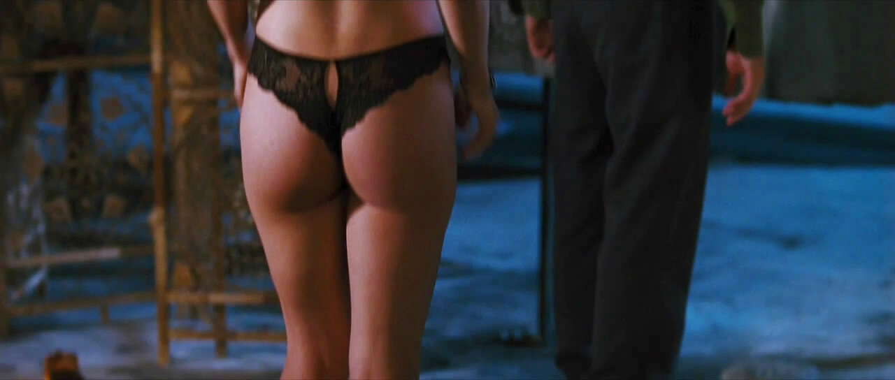 Jessica pare great tits in topless movie scene - 1 5