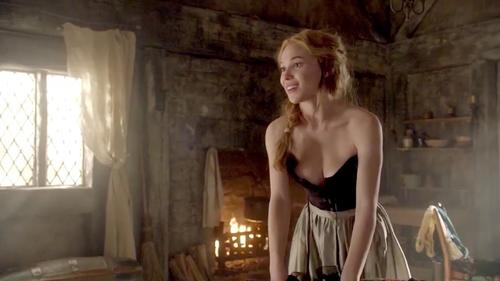 anna-popplewell-sexy-topless