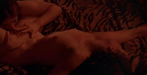 Caligula lesbisk sex scene