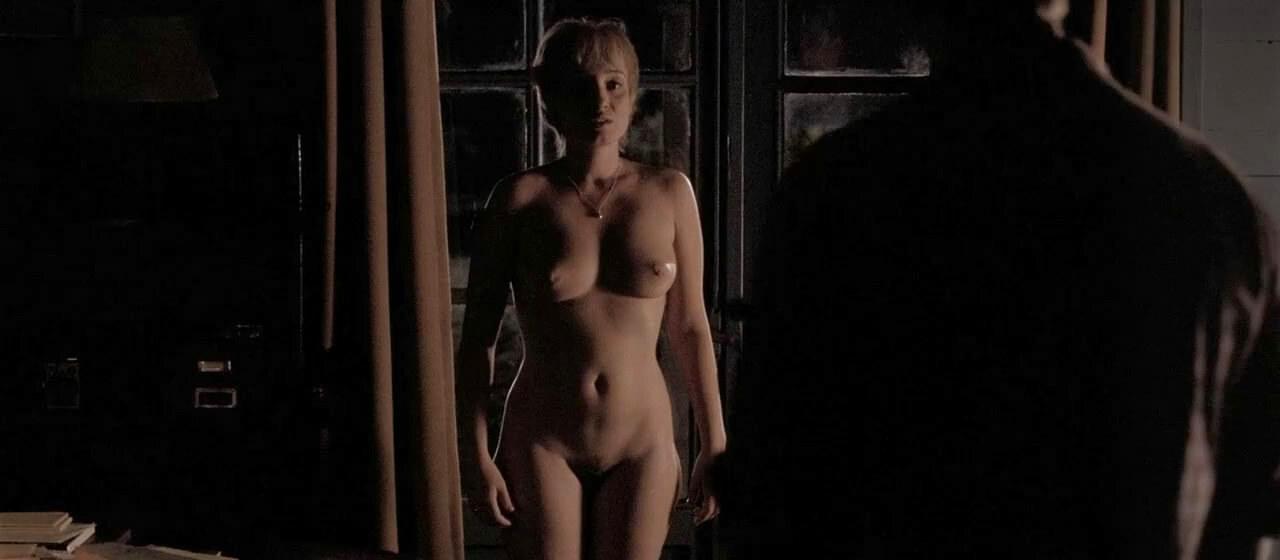 naked-boobs-airplane-movie