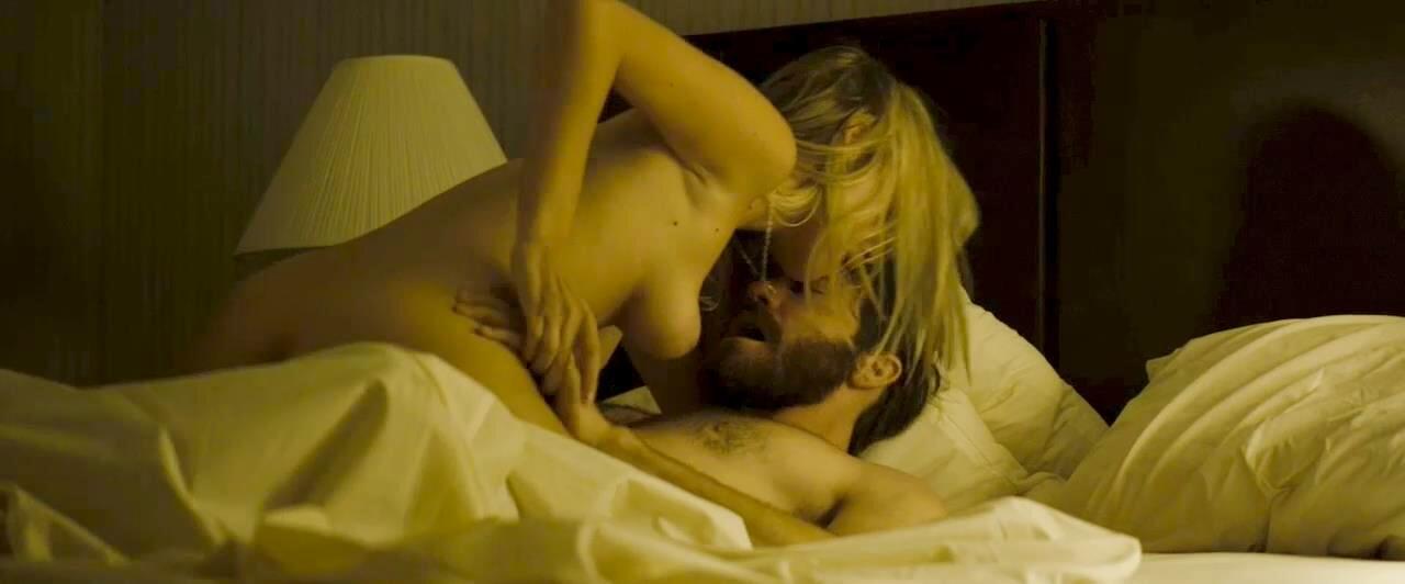 Julianne moore nude shower scene chloe 2009 - 2 part 2