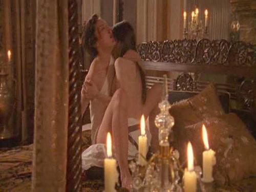 Sex scene tipping the velvet